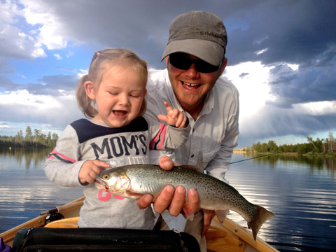 Dad-daughter-fishing